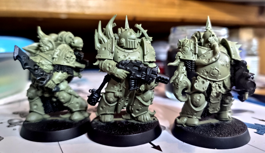 Plague Marines in Green with Black Weapon