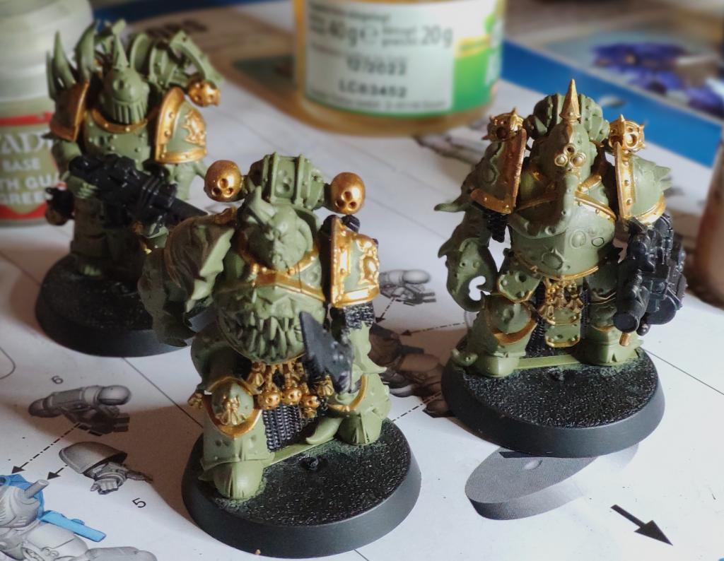 Drei Plague Marines Grün Schwarz und Gold bemalt